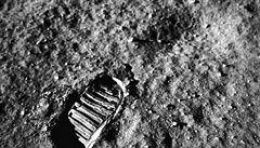 Nahrávky prvních kroků na Měsíci se prodaly za 41 milionů. Stážista NASA za ně původně dal 5 tisíc