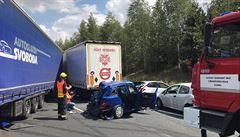 Hromadná nehoda uzavřela dálnici D6 na Kladensku. Zranilo se šest lidí, dva z toho těžce