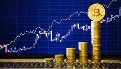 Bitcoin trhá rekordy, už překonal hranici 10 000 USD