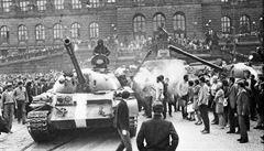 Česko vzpomene na události z roku 1969, Johnson bude jednat s Merkelovou o brexitu