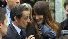 Žena mu oznámila rozvod v den prezidentské debaty. Francouzi hltají Sarkozyho knihu 'Vášně'
