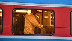 Pět poškozených oken. Na vlak v Praze patrně někdo střílel, případ šetří kriminalisté