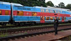 Hasiči evakuovali 200 lidí z hořícího vlaku u Mnichovic. Požár vznikl v kabině strojvedoucího