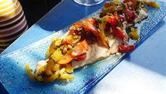 Italové v kuchyni. Jak na makrelu se salátem z grilovaných paprik?