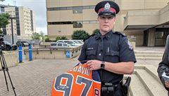Padělal podpisy na dresech Edmontonu, fandy připravil o velké peníze. Nyní Američana čeká vězení