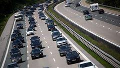 Británie uspíší zákaz prodeje benzinových a naftových aut. Bude platit od roku 2030