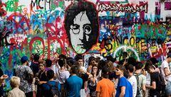 Lennonova zeď začne nanovo. Stane se kamerami hlídanou uměleckou galerií, sprejeři budou mít zákaz tvorby
