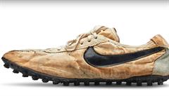 V aukci se boty 'Moon Shoe' od firmy Nike vydražily za rekordní částku přesahující 10 milionů korun
