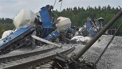 Začaly opravy poškozené trati u Mariánských Lázní. Příčina vlakové nehody se stále vyšetřuje