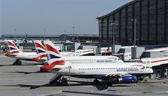 Letiště Heathrow je zavřeno, letadlo ztratilo motor