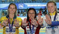 Dojemný vzkaz od soupeřek. Medailistky napsaly 19leté  plavkyni s leukémií: Nikdy se nevzdávej