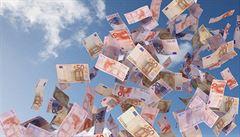 Dotace na školství zatím nebudou obnoveny, proces prý zdržela EU