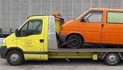 Poškodili auto, pak chtěli peníze za opravu. Čeští cestovatelé chystají trestní oznámení na srbské 'šmejdy'