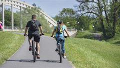 O prázdninách zemřelo při nehodách nejméně lidí od roku 1990. Přibylo ale obětí z řad cyklistů