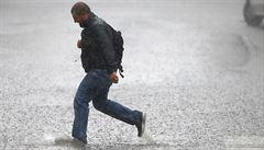 Prudký déšť zasáhne severovýchod země. Naprší až 50 litrů na metr čtvereční