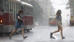 Část Česka v sobotu zasáhnou bouřky s intenzivním deštěm, místy s krupobitím
