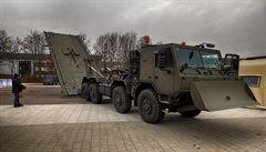 Vojenská technika nezadržitelně 'tloustne', armáda hledá nový mostní automobil