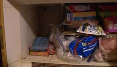 VIDEO: Žena měla 37 let v mrazáku záhadnou krabici. Po její smrti syn zjistil, že je v bedně mumifikované dítě