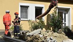Zavaleného muže zatím hasiči ze studny nevytáhli, zásah trvá víc než 40 hodin