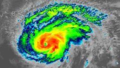 Tajfun jménem Francisco zasáhl Japonsko. Meteorologové varují před záplavami