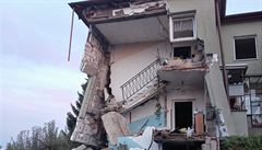 Výbuch, který utrhl kus domu na Opavsku nepřežil jeden člověk. Spekuluje se o munici
