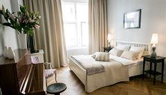 Jak bydlí designéři: skleněné zdi versus moderní očalouněná barokní židle
