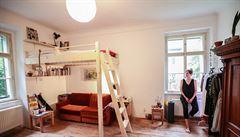 Jak bydlí designéři: sofa jménem Marie, kouzelná zahrada a ručně vyráběná kuchyňská linka