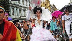 KAMBERSKÝ: Hnědá kůže větší cejch než duhová vlajka. Prague Pride zastiňuje palčivější problémy