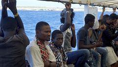 Španělé nabídli lodi Open Arms, ať přistane na jihu Španělska. Na palubě je stále 107 migrantů