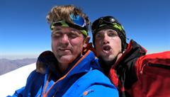 Uvízlí čeští horolezci jdou dolů, po uragánu vysvitlo slunce. 'Bílá tma' je po několik dní uvěznila na Baruntse