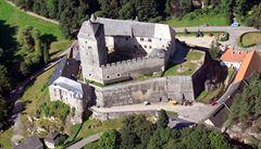 Hrad Kost je možná o sto let starší. Archeologové objevili zbytky věže ze 13. století