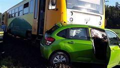 Na přejezdu u Olomouce se srazil vlak s autem. Motorák táhl vůz s dvěma ženami ještě 150 metrů před sebou
