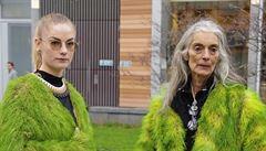 Zelená je nová černá. Aktivisté představili kožichy z trávy