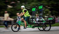 Elektrokoloběžky firmy Lime budou v pražských ulicích sbírat cargo kola, nahradí 'neekologické' dodávky