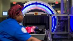Vnitřek zavazadla jako na dlani. Největší britská letiště musí do tří let začít používat 3D skenery