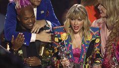 Cenu MTV za klip roku získala Taylor Swift s You Need to Calm Down. Umělkyní roku se stala Ariana Grande