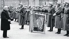 Uplynulo devět dní od podpisu mnichovské dohody, jež přinutila Československo vzdát se ve prospěch Německa velké části svého území, a tři dny od demise Hitlerem nenáviděného prezidenta Edvarda...