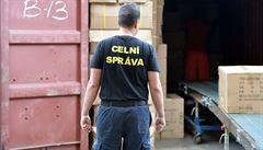 Policisté a celníci zasahují na desítkách míst v Česku, kvůli podezření z daňových úniků zadrželi 22 lidí