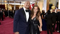 Profesionální wrestler Dwayne Johnson se oženil, vzal si zpěvačku Hashianovou