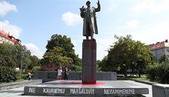 Dejvickou sochu maršála Koněva čistilo několik lidí. Radnice odmítá, že by se podílela