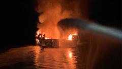V Ochotském moři hoří ruská rybářská loď, posádka je v bezpečí