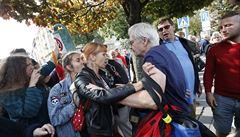 Nechceme NATO, sochu zbourat. U Koněva protestovali příznivci i odpůrci kontroverzního maršála