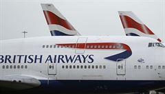 British Airways chtějí poslat na neplacené volno většinu zaměstnanců. Boeing se chystá propouštět