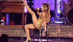 'Nemám slov'. Zpěvačka Ariana Grande odkládá turné 'Nebezpečná žena'