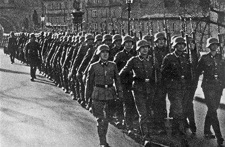 Historik: Utekli jsme hrobníkovi z lopaty, Heydrich chtěl totální likvidaci českého národa