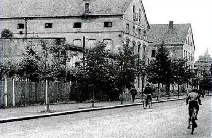 Do zbraně! V místeckých kasárnách se vojáci postavili na odpor prvním německým jednotkám