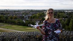 Policie zatkla aktivisty, kteří chtěli drony narušit provoz Heathrow. Protestují proti stavbě třetí ranveje