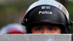Policie v Hongkongu zasahovala při střetech demonstrantů. Prodemokratické skupiny chtějí opět blokovat letiště