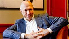 Bývalý šéf spořitelny Kysilka by mohl vést dozorčí radu Českých drah. Doporučil ho ministr dopravy
