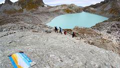 Aktivisté ve Švýcarsku vyrazili na pohřeb ledovce Pizol